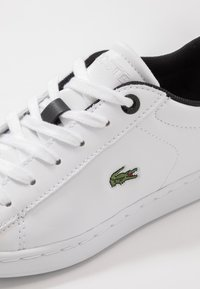 Lacoste - CARNABY EVO - Baskets basses - white/black