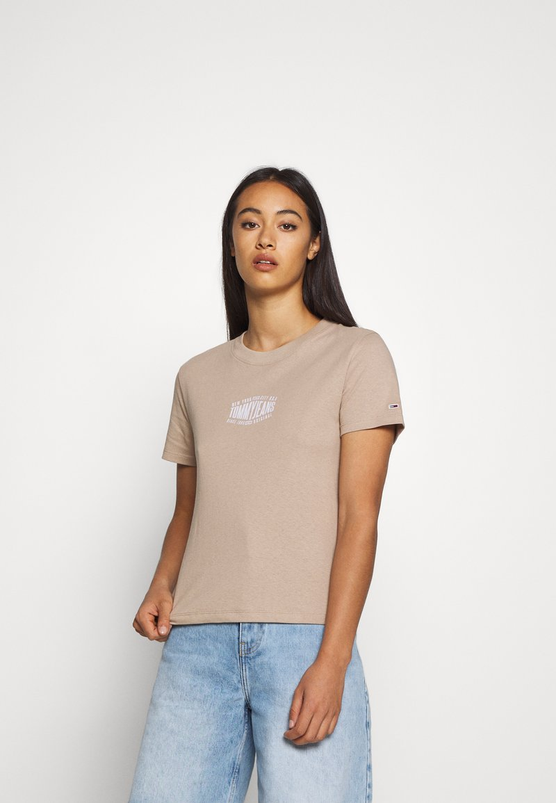 Tommy Jeans - LOGO TEE - T-shirt print - soft beige