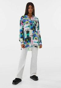 Bershka - MIT PRINT  - Button-down blouse - stone - 1