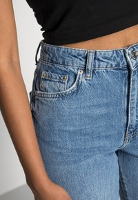 Gina Tricot - DAGNY HIGHWAIST - Jeans Tapered Fit - mid blue - 4