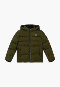 Calvin Klein Jeans - ESSENTIAL PUFFER JACKET - Zimní bunda - green - 0