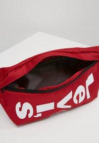 Levi's® - BANANA SLING - Bæltetasker - brilliant red - 4