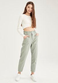 DeFacto - Relaxed fit jeans - green - 3