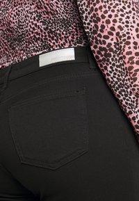 ONLY Carmakoma - CARWILMA LIFE REG STRAIGHT ANA - Jeans straight leg - black - 5