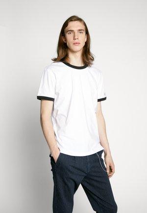 CONTRASTED RINGER TEE - T-shirts basic - bright white/black