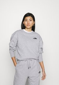 The North Face - OVERSIZED ESSENTIAL CREW - Sweatshirt - light grey heather - 0