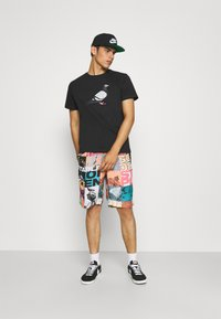STAPLE PIGEON - TEE UNISEX - Print T-shirt - black - 1