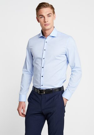 SLIM SPREAD PATCH - Camicia elegante - hellblau