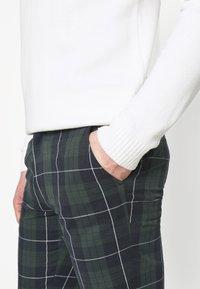 Farah - Trousers - yale - 4
