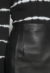 DAY Birger et Mikkelsen - TAKE CARE - Leather skirt - black - 5