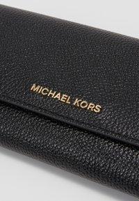 MICHAEL Michael Kors - TRIFOLD WALLET - Peněženka - black - 2