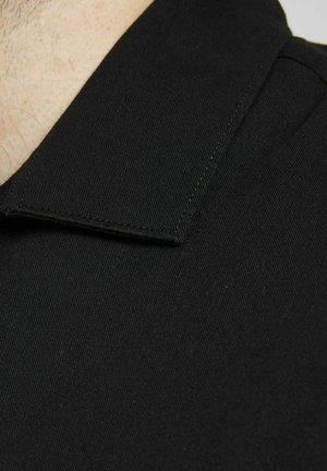 Camicia - tap shoe