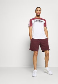 Jack & Jones - JJIZPOLYESTER SHORT - Urheilushortsit - port royale - 1