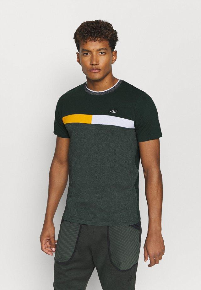 Camiseta estampada - darkest spruce/slim/melange