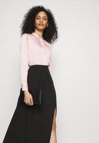 Adrianna Papell - SHIRRED SIDE SLIT SKIRT - Maxi skirt - black - 3