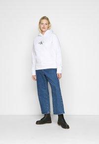 Calvin Klein Jeans Plus - GLITTER MONOGRAM HOODIE - Sweatshirt - white - 1