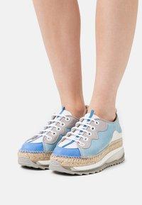 Gaimo - VIC - Chaussures à lacets - multicolor/azul - 0