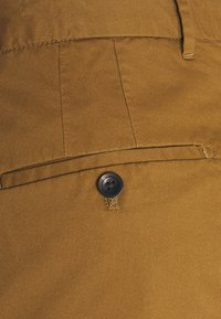 Scotch & Soda - STUART CLASSIC - Shorts - nutmeg - 5