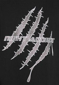 Night Addict - GLITTER - Print T-shirt - black - 5