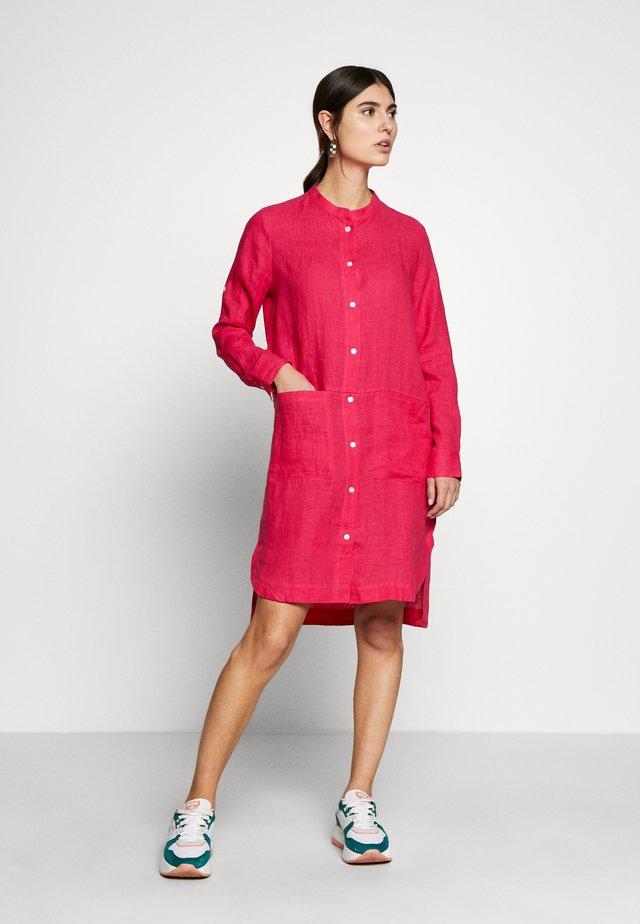 Košilové šaty - magenta
