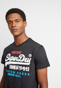 Superdry - Print T-shirt - oxide black feeder - 4