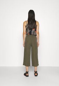 ONLY - ONLCARISA MAGO LIFE CULOTTE PANT  - Trousers - grape leaf - 2