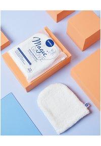 Nivea - MAGIC GLOVE - Skincare tool - - - 1