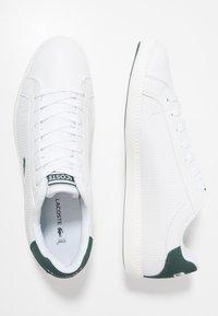 Lacoste - GRADUATE - Zapatillas - white/dark green - 1