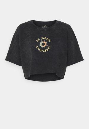 ECLECTIC VINTAGE CROP DAD TEE  - T-shirts med print - black