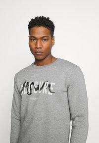 CLOSURE London - SNAKE LOGO CRENECK - Sweatshirt - grey - 3
