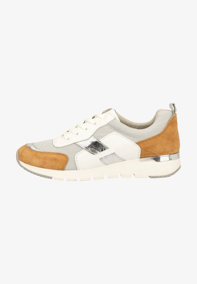 Trainers - camel/white