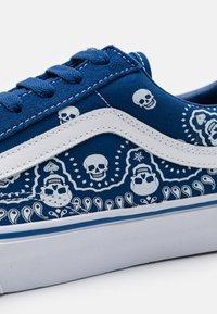 Vans - STYLE 36 UNISEX - Sneakers - true blue/true white - 5