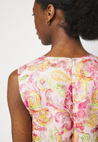 Versace Jeans Couture - LADY DRESS - Denní šaty - pink confetti - 3