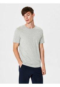 Selected Homme - SHDTHEPERFECT - T-paita - light grey melange - 0