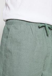 GAP - EASY - Shorts - district green - 5