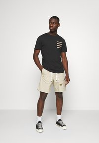 G-Star - FRONT POCKET SPORT SHORT - Shorts - khaki - 1