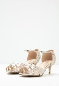 Paradox London Wide Fit - WIDE FIT HEATH - Sandály - champagne - 4