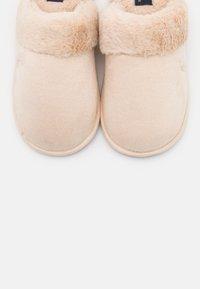Polo Ralph Lauren - SUMMIT SCUFF  - Pantoffels - cream - 6
