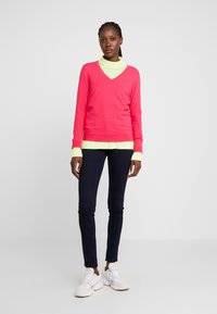 Tommy Hilfiger - Sweter - bright jewel - 0