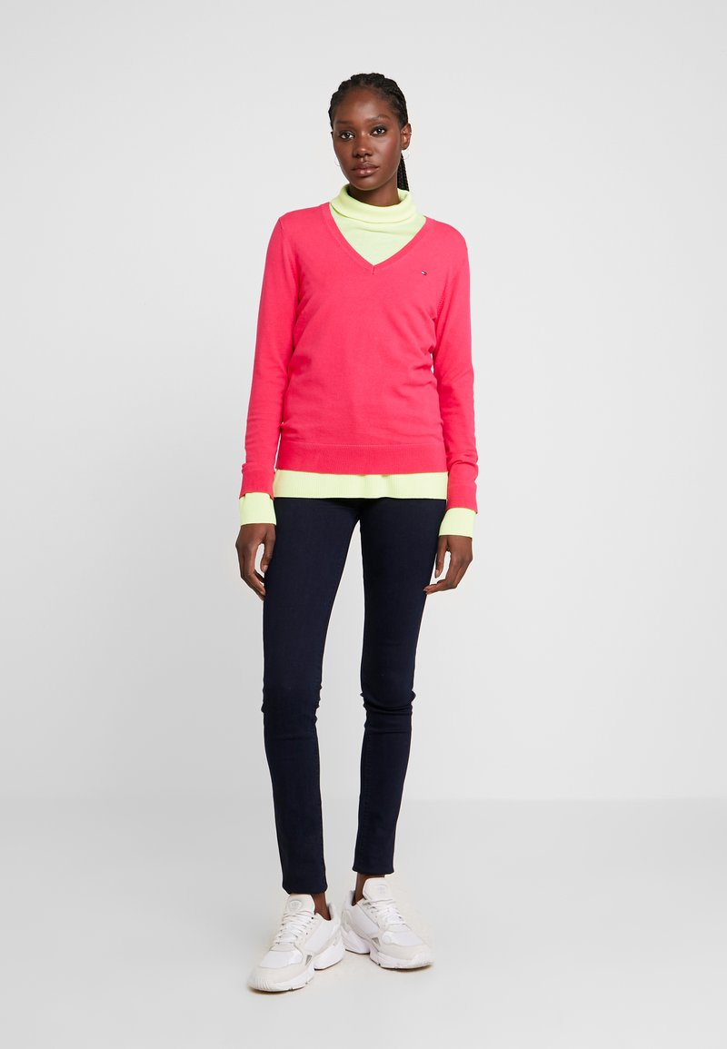 Tommy Hilfiger - Sweter - bright jewel