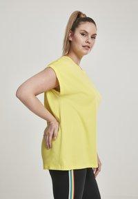 Urban Classics - EXTENDED SHOULDER TEE - Camiseta básica - brightyellow - 3
