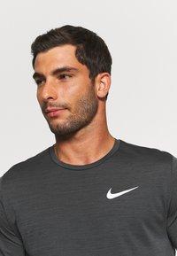 Nike Performance - HYPER DRY - Print T-shirt - black/iron grey/heather/white - 4