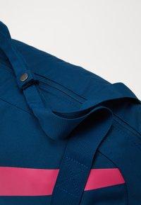 Nike Sportswear - GYM CLUB UNISEX - Bolsa de deporte - valerian blue/valerian blue/(watermelon) - 2