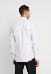 OLYMP No. Six - OLYMP NO.6 SUPER SLIM FIT  - Formal shirt - weiss - 2