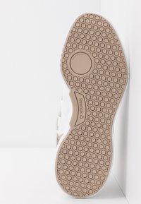 Reebok - FREESTYLE MOTION - Chaussures d'entraînement et de fitness - white - 4