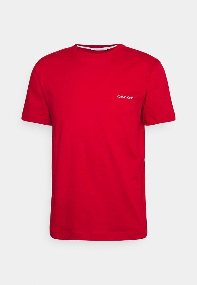 CHEST LOGO - Basic T-shirt - red