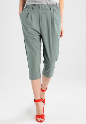 JILLIAN CAPRI PANTS - Shorts - dusty jade
