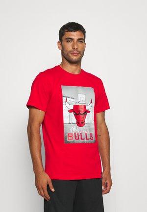 NBA CHICAGO BULLS PHOTOGRAPHIC TEE - Squadra - red