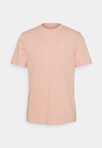 CLUB TEE - T-shirt - bas - arctic orange/white