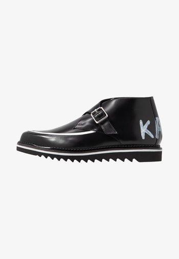 BUCKLE SHOE MID - Kotníková obuv - black